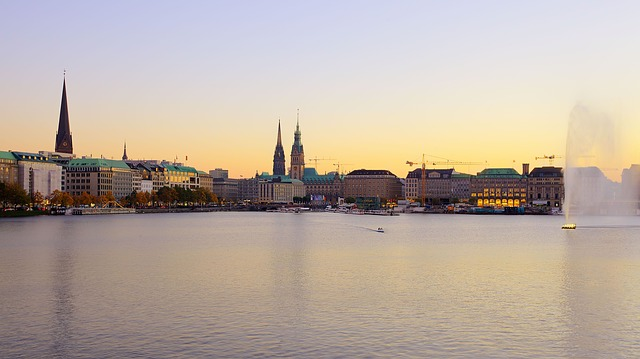 hamburg-innenalster-afterglow-germania-alster_121-66676